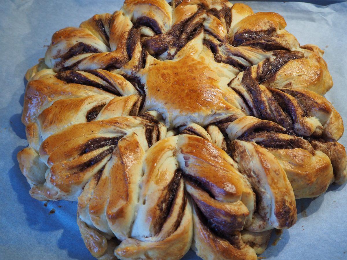 Hefeblume Mit Nutellafullung Cucina Christina